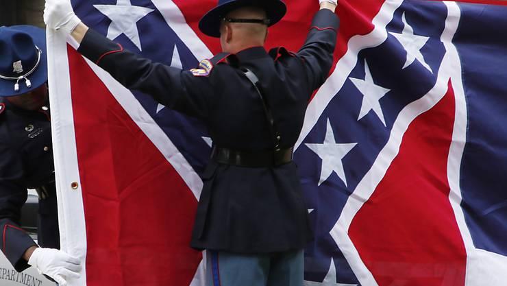 Der Bundesstaat Mississippi schaffte kürzlich seine seit 1894 gültige Flagge ab, weil diese teilweise an die Konföderierten erinnerte. Das US-Verteidigungsministerium verbannte die Fahne von allen Militäreinrichtungen. (Archivbild)