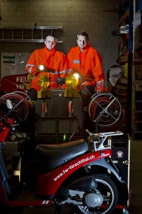 Die 2er Patrouille im Feuerwehrmagazin der Gemeinde Hirschthal