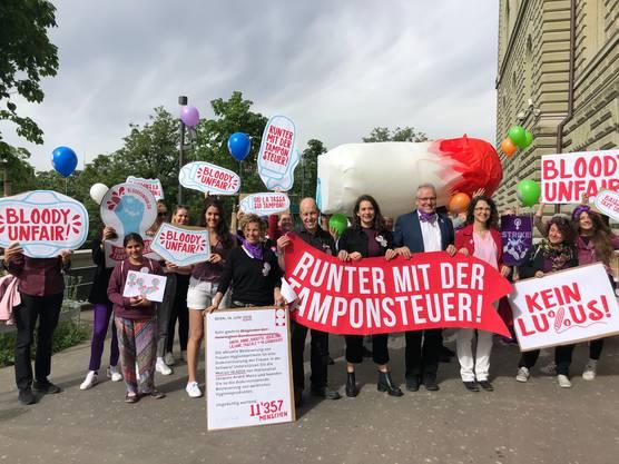 Silja Lüthi fordert zusammen mit Nationalrat Jacques-André Maire (SP/NE): «Runter mit der Tamponsteuer!»