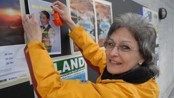 Brigitta Vogt: 100 Plakate klebt sie an die öffentlichen Informationsstellen der Region. (wal)