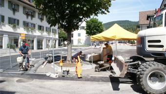 Bald mir blauer Zone: Die Sanierung des Bank-/Postplatzes in Mümliswil ist bald abgeschlossen.