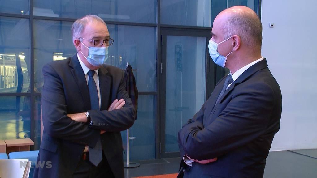 Keine Masken im Freien und im Büro: Bundesrat lockert weiter