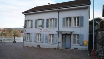 Bis zur Eröffnung der Fridolinsbrücke 1979 führte der Verkehr über die Holzbrücke an diesem Zollhaus vorbei. Jetzt soll das Haus zu einem kulturellen Ort der Begegnung umgenutzt werden. Archiv