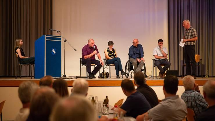 Am gut besuchten Podium im Bellacher Turbensaal wurde den Kandidaten auf den Zahn gefühlt. Von links: Livia Middendorp, Fritz Lehmann, Linda Walter-Naef, Stefan Keller, Beat Späti und Urs Byland.