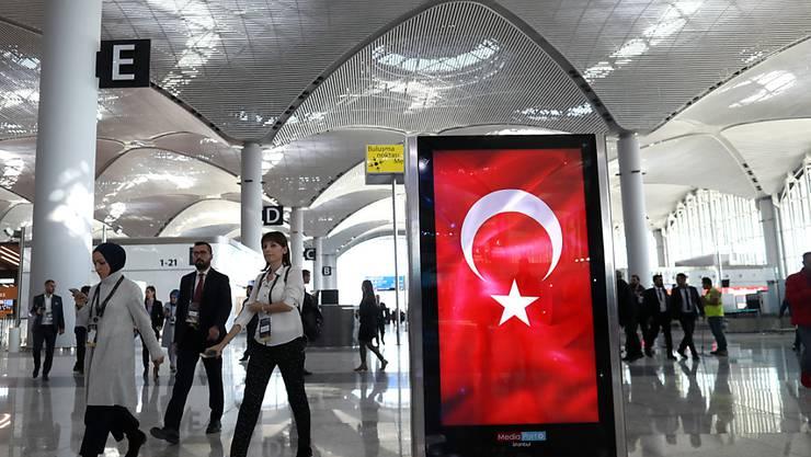 Ein über ein Jahr lang in der Türkei festgehaltener türkisch-schweizerischer Doppelbürger hat in die Schweiz zurückkehren können. (Themenbild)