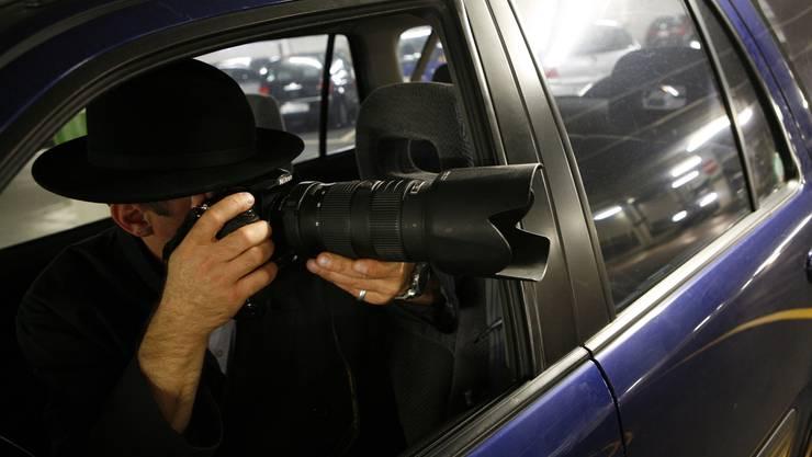 Der Geheimdienst darf Fahrzeuge nicht mit angebrachten GPS-Sendern observieren, die Kantonspolizei hingegen schon. Grund für diese unterschiedlichen Regelungen: verschiedene Rechtsgrundlagen. (Symbolbild)