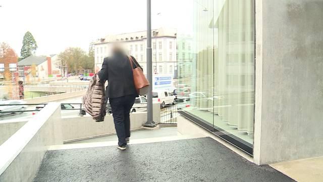 Gynäkologin muss wegen Betrug und Urkundenfälschung vor Gericht