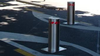 «Poller» sollen im Strassenverkehr das Befahren gesperrter Zonen verhindern. Zunehmends begegnen sie uns auch in der Sprache.