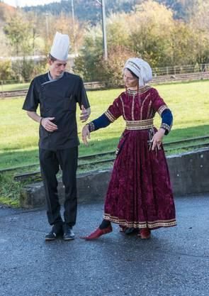 In vergangen Zeiten, waren auch die Tänze anders. Das will geübt sein.