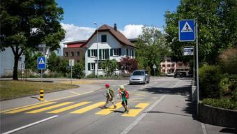 Der Fussgängerstreifen an der Ammerswilerstrasse wird ein paar Meter nach Süden versetzt.Archiv/PI