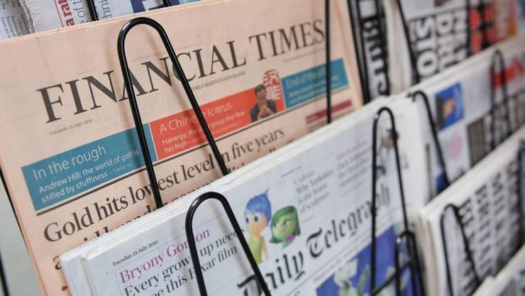 """""""Financial Times"""", das Traditionsblatt im lachsfarbenen Papier, wird nach Japan verkauft."""
