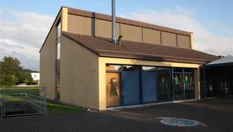 Das Schulhaus «Hueb» wird durch einen Neubau ersetzt. (Archiv)