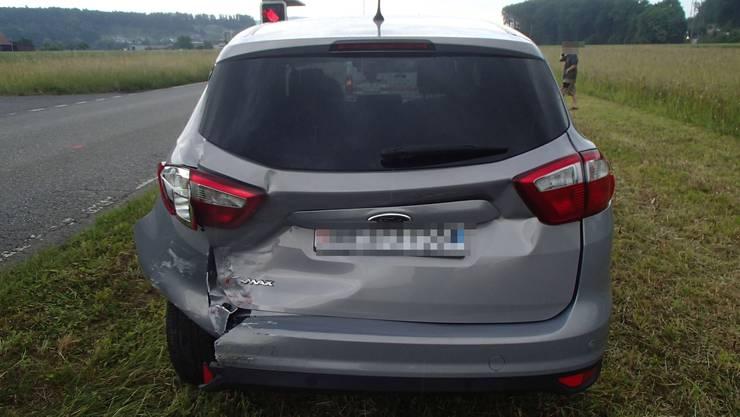 Vor dem Rotlicht einer Baustelle kam es gestern zu einer Auffahrkollision zweier Autos. Zu Schaden kam dabei auch ein weiterer Automobilist, der die Unfallstelle jedoch wieder verliess.