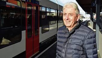 Fredy Zobrist – hier am Bahnhof Wohlen – trug mit sehr viel Engagement zur positiven Entwicklung des ÖV im Freiamt bei.
