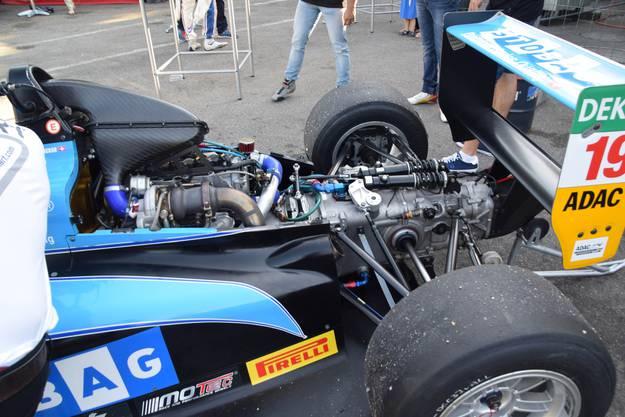 Fabio Scherer mit seinem Formel-4-Rennwagen auf der Wohler Kartbahn