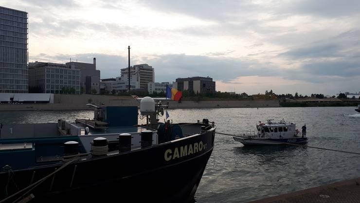 Das Frachtschiff wurde nach der Havarie im Basler Hafen vertäut.