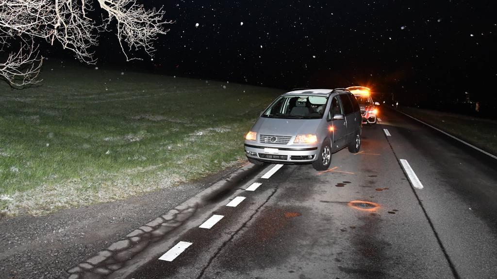 Auto crasht in 55-jährigen Fussgänger