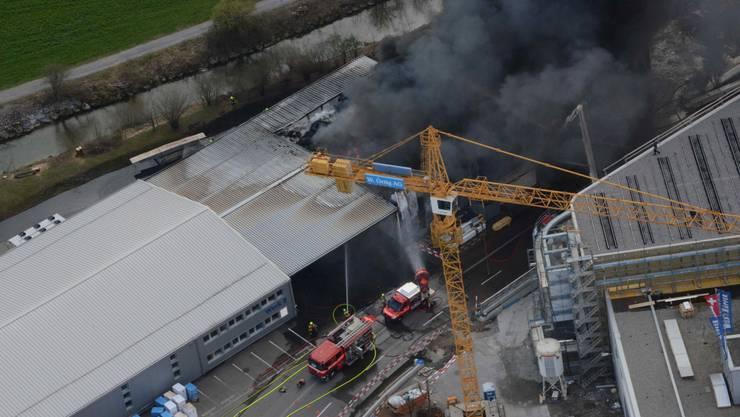 Am Dienstagmittag kurz vor 12.45 Uhr ist an der Allmeindstrasse ein Feuer ausgebrochen.
