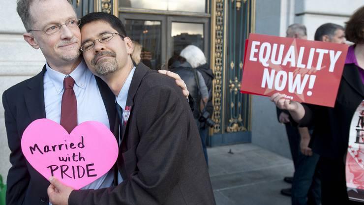 Zwei Männer kurz nach ihrer Heirat in San Francisco. (Archiv)