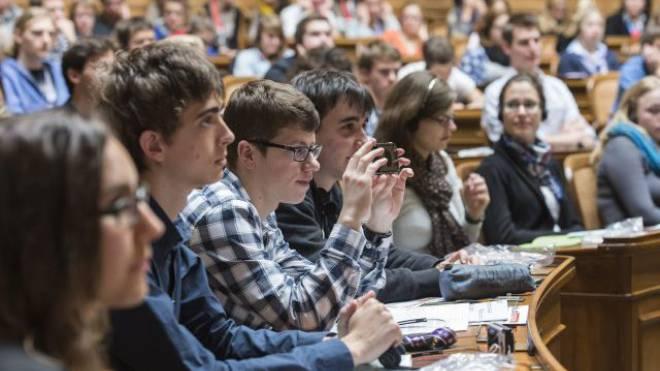 Sie haben oft noch kein Stimmrecht: Teilnehmer der Jugendsession. Foto: Keystone