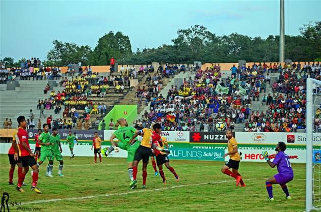 Der Verein (in Grün) spielt derzeit im Exil in Coimbatore, freut sich dort aber über immer mehr Zuschauer. Die Zusammenarbeit mit dem FCB wird von den Indern als «Meilenstein der Klubgeschichte» tituliert.