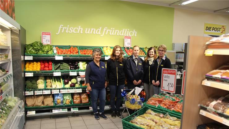 Filialleiterin Gisela Brunner (Mitte) mit ihrem Team.