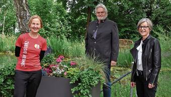 Monika Eichelberger (rechts) und Franz Koch empfingen Regierungsrätin Susanne Schaffner im Alterszentrum Baumgarten in Bettlach.