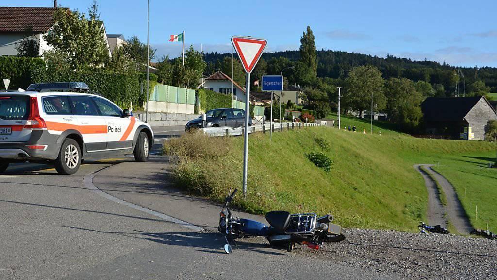 Drei Töfflifahrer verletzt: Unfallort bei der Unfallaufnahme durch die Polizei.