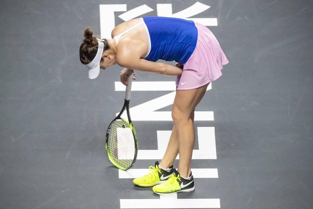 Belinda Bencic muss das WTA Final in Shenzhen gegen Elina Svitolina aus gesundheitlichen Gründen abbrechen. (© FM1Today)