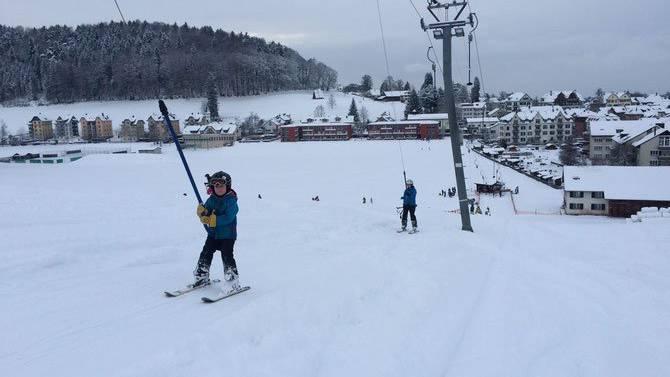 Andrang: Kinder versuchen sich am Skilift Beckenhalde. ZVG