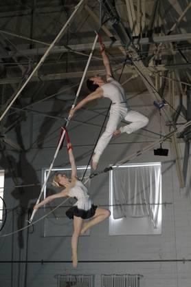 Onna Degermann (22) aus Finnland und Jordan Webb (22) aus den USA mit «Aerial Bambou».