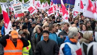 Kundgebung von Beschäftigten des öffentlichen Dienstes am 26. April in München. (Archivbild)