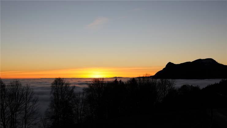Kitschiges Abendrot: Sonnenuntergang mit Blick aufs Balmfluechöpfli.