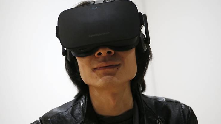 Die Oculus-VR-Brille Rift ist vorerst unbrauchbar - weil versäumt wurde, ein Sicherheitszertifikat zu verlängern. (Archiv)