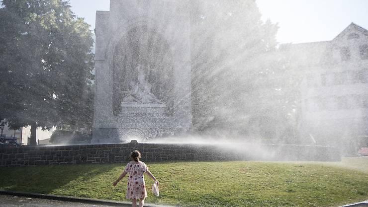 Abkühlung an einem heissen Sommertag in Stans: 2018 war das viertwärmste Jahr seit Messbeginn.