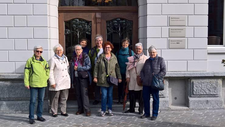 Vor dem renovierten Hotel Schwanen, Ennetbaden