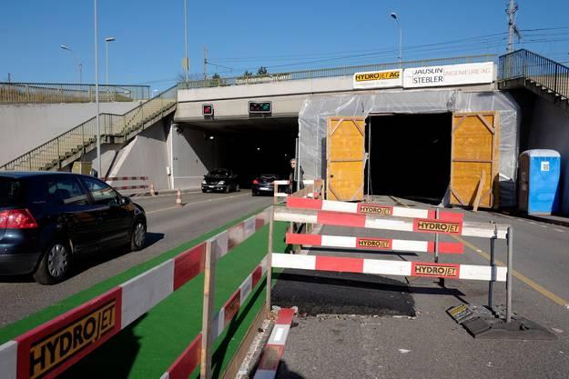 Baustelle der Tunnelröhre MFP-Muttenz beim Schaulager/Spengler: Der erste Tunnel (links) ist bereits fertig. Jetzt folgen die Arbeiten am rechten Tunnel.