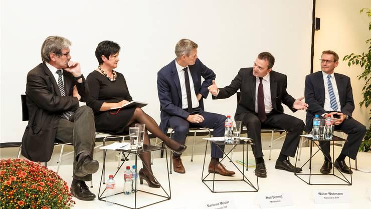Diskutierten angeregt, ohne anzuecken (v.l.): Roberto Zanetti (SP), Marianne Meister (FDP), Rolf Schmid (Moderator), Walter Wobmann (SVP) und Pirmin Bischof (CVP).