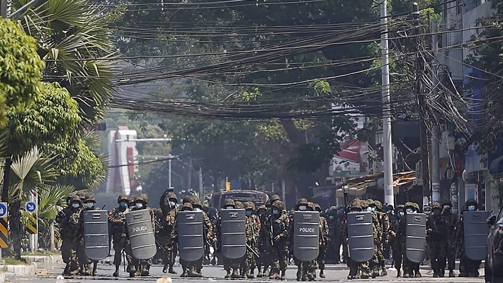 Proteste in Myanmar reissen nicht ab – Polizei greift hart durch