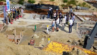 Zusammen mit den ersten Käufern und Gästen wurde der Grundstein für die Überbauung «Stille Reuss» gelegt.