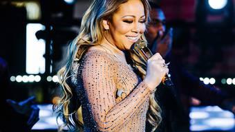 Lacht trotz Panne: Mariah Carey bei ihrem Auftritt an Silvester am New Yorker Times Square.