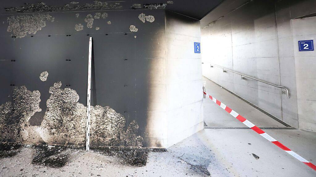 Eine Gruppe mit acht Jugendlichen und drei Erwachsenen ist verantwortlich für die Brandstiftung in der Bahnhofunterführung in Glarus.