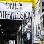 Hoffnung auf die Wiedereröffnung: Ein Transparent bei einem Theater in New York.