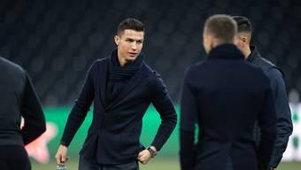 Cristiano Ronaldo gestern Abend nach der Ankunft von Juventus Turin bei der Platzbesichtigung im Berner Stadion Stade de Suisse.