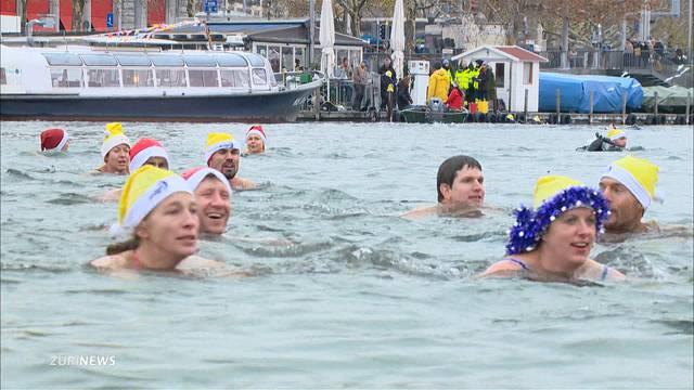 Über 300 Menschen schwimmen für den guten Zweck
