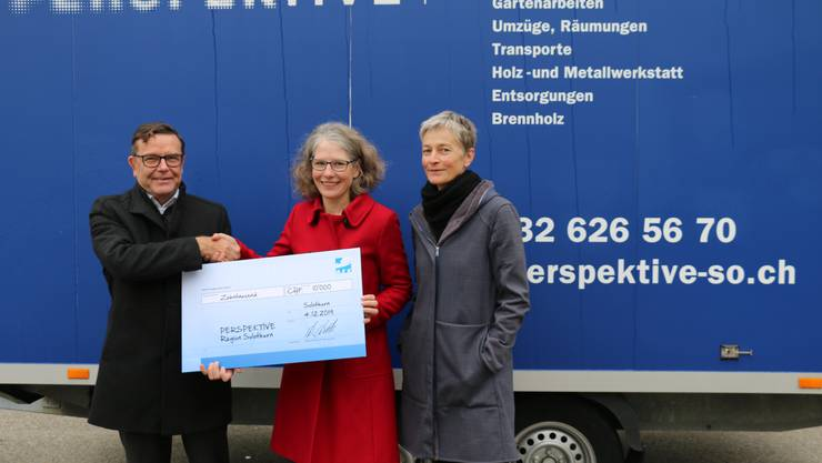 Bildlegende: (v.l.): Walter Wirth, CEO AEK onyx Gruppe; Karin Stoop, Geschäftsleiterin Perspektive Region Solothurn-Grenchen; Ruth Marbacher, Stv. Geschäftsleiterin Perspektive Region Solothurn-Grenchen.