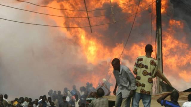 Dutzende Menschen kamen durch brennendes Benzin um (Symbolbild)