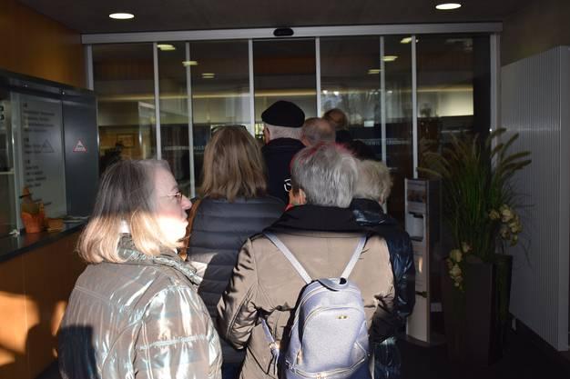 Grossandrang am Dienstag, 21. Januar, in der Allschwiler Gemeindeverwaltung: Einwohner konnten ihre Heimatscheine zurückholen, gegen Vorlage von ID oder Pass.