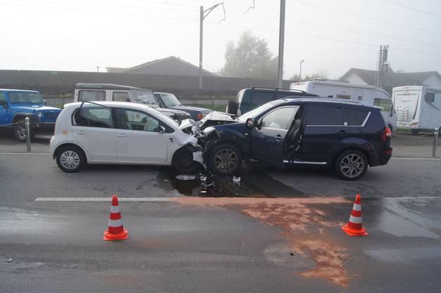 Eine Fahrzeuglenkerin ist um 8.30 Uhr auf die Gegenfahrbahn geraten und in ein entgegenkommendes Auto geprallt. Eine Frau und ein Kind (2) wurden verletzt.