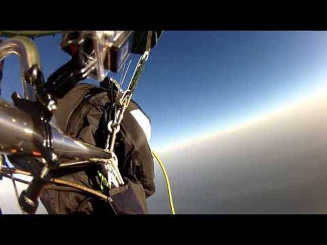 Ballonsprung mit Wingsuit Remo Läng - World Record 8000m